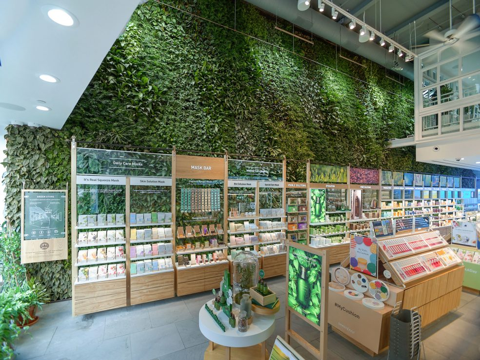 Innisfree Green Wall 1 984x738 - Giày Dép
