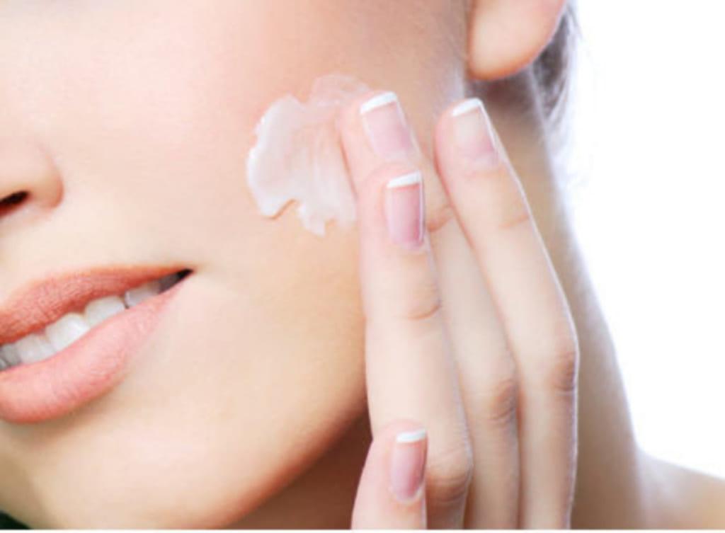thoi quen boi kem duong am 1024x753 - Skin care với 5 bước đơn giản nhất