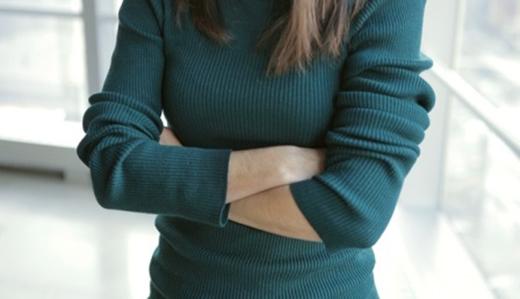 khoanhtay - Hãy từ bỏ 4 thói quen này khiến vòng 1 của các cô gái nhanh bị chảy sệ, mất cân đối