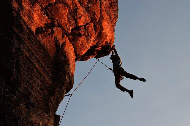 climbing 2264698 640 0 - Hướng dẫn quản lý tài chính cá nhân mới nhất 2020