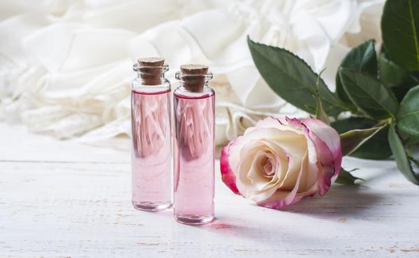 nước hoa hồng là gì - Nước hoa hồng là gì? Các loại nước hoa hồng được khuyến cáo sử dụng