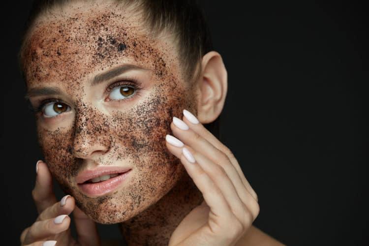 tay te bao chet e1553154123297 - Các bước dưỡng da cho da dầu mụn cùng những sản phẩm thần thánh