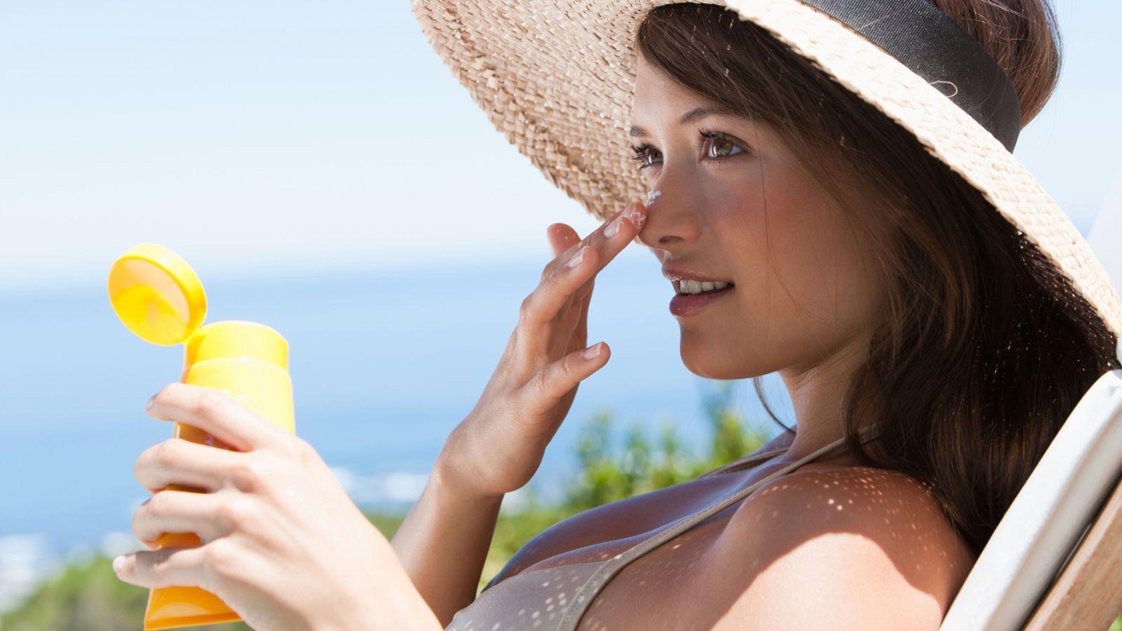 chon kem chong nang cho da mun 1 - Cách chọn kem chống nắng bảo vệ da khỏi tia UVA và UVB