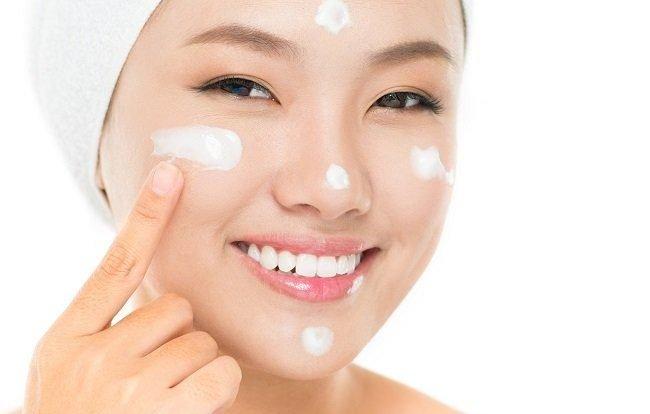 1 0829 - Cách chọn kem dưỡng ẩm cho da dầu