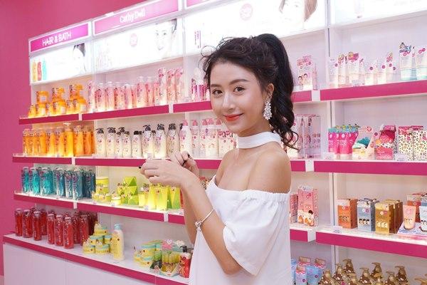 hinh4 nhan vien kinh doanh my pham - 7 Lời khuyên kinh doanh mỹ phẩm để thành công bạn không nên bỏ lỡ